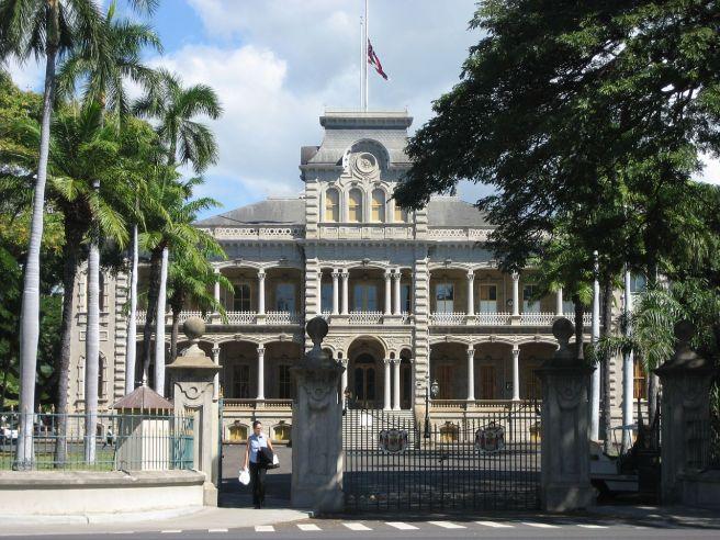 The_Hawaii_Iolani_Royal_Palace_-_panoramio